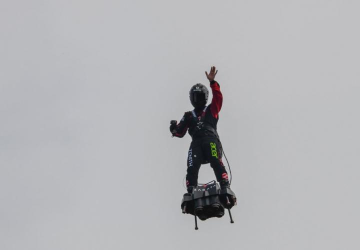 The only way to get high is to fly A82472239e469ff355d35f6a1125e0b34890b56d_field_image_principale_1
