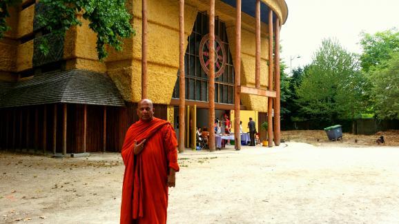 """""""Admiré et même vénéré"""" : le dalaï-lama très attendu par les bouddhistes de France 10710921"""