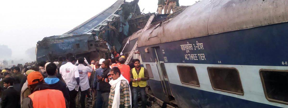 Le déraillement d'un train fait au moins 96 morts en Inde 11221037