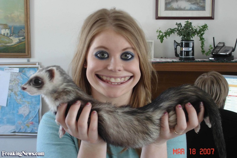 Russie, créature et momie… Girl-with-a-Ferret--65447