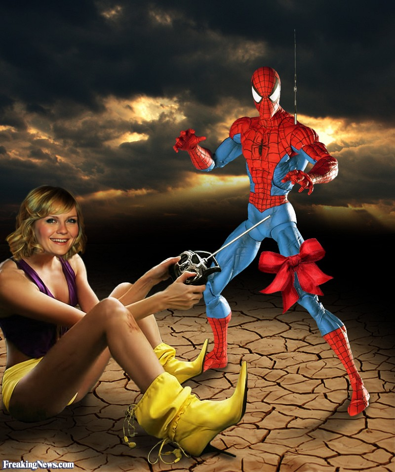 les éléments - Page 36 Kirsten-Dunst-and-RC-Spiderman-Toy--98013