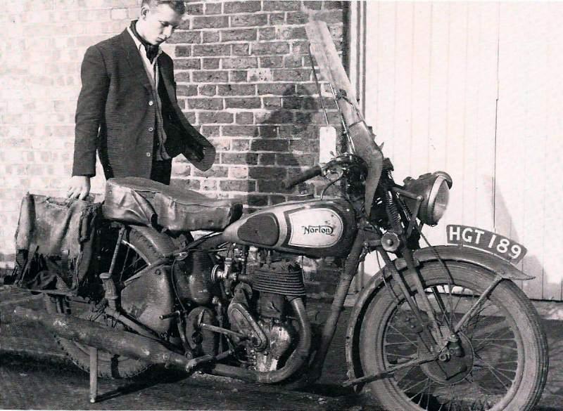 Vieilles photos (pour ceux qui aiment les anciennes photos de bikers ou autre......) Norton_sadend