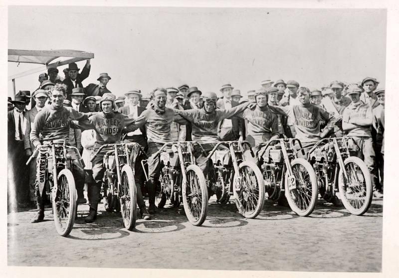 Vieilles photos (pour ceux qui aiment les anciennes photos de bikers ou autre......) XR1200