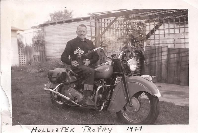 Vieilles photos (pour ceux qui aiment les anciennes photos de bikers ou autre......) Arden_with_hollister_triphy_1947