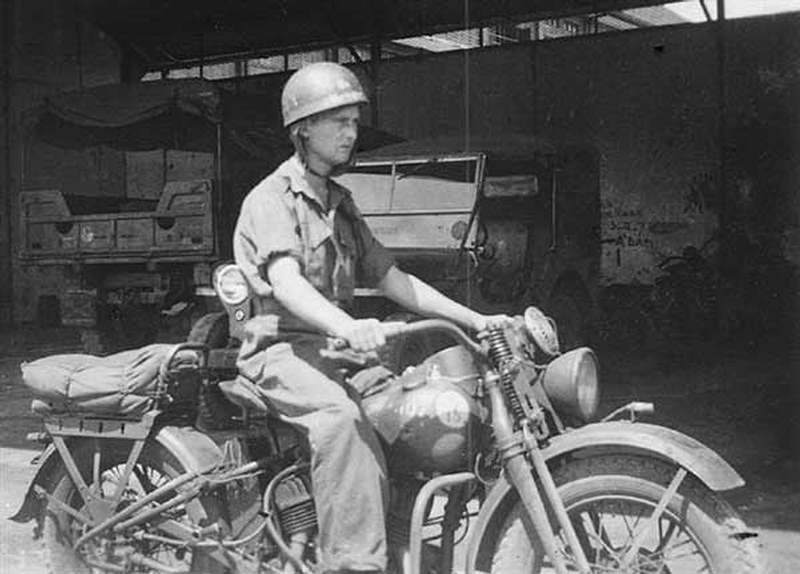 Vieilles photos (pour ceux qui aiment les anciennes photos de bikers ou autre......) 1940HarleyDavidsonWLC2
