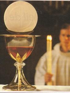 La Très Sainte Vierge Marie : des mains non consacrées ne doivent pas prendre la Sainte Hostie CORPS-ET-SANG-DU-CHRIST-228x300