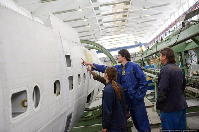 Как делают самолеты Л-410 в Чехии 12