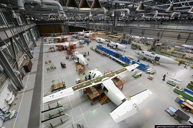 Как делают самолеты Л-410 в Чехии 19