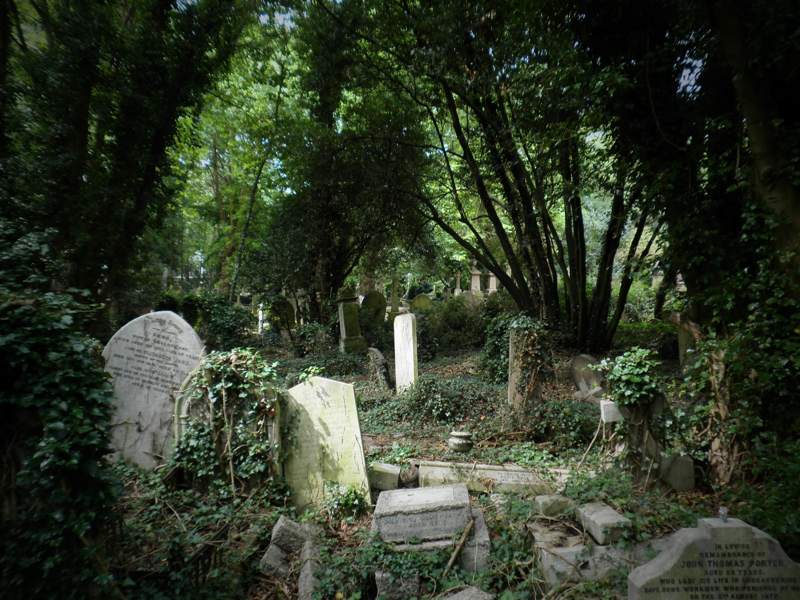 Obituario del Terror Highgate_cemetery_london_02