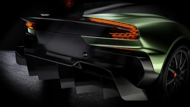 SALON DE L'AUTOMOBILE DE GENEVE : L'Aston Martin V12 Vulcan Par Baptiste (Fubiz.net) Aston-Martin-V12-Vulcan-7-640x360