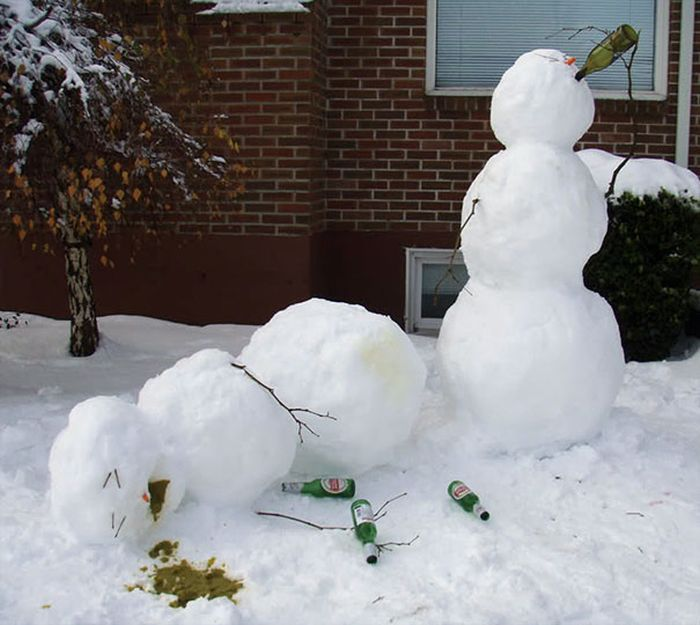 Thé, petits biscuits et comploteurs - Page 106 22-Funny-and-creative-snowman-ideas-015