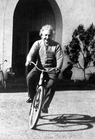 A  funny quote by Albert EINSTEIN Einstein-velo