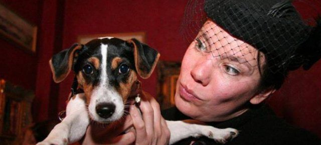 Donna delusa dagli uomini sposa il suo cane 640x290xc3e479a63e2541aa677db6f03dd31cc7.jpg.pagespeed.ic.4N6UfEBCqY
