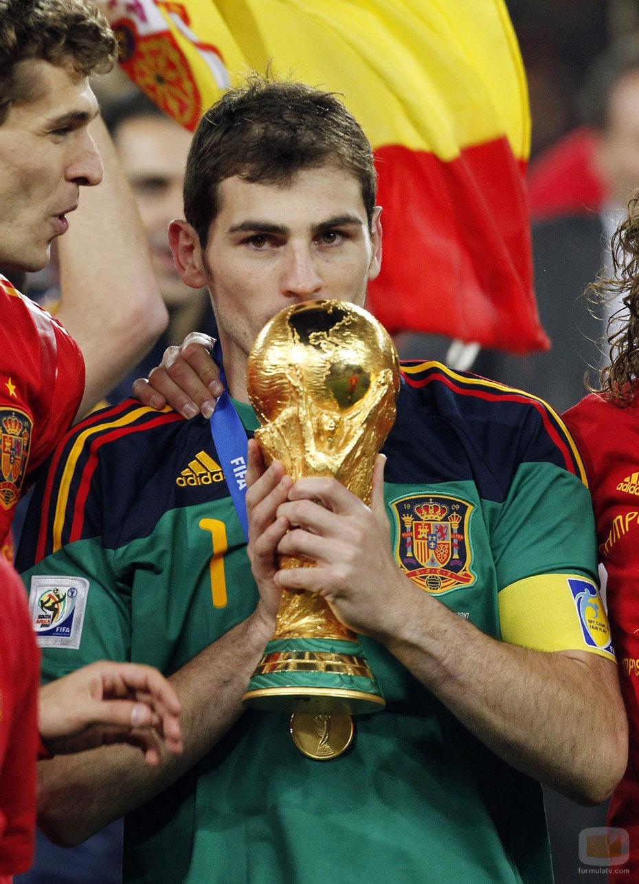 """Fotos de Iker Casillas """"El nuevo protegido de la prensa"""" Iker-Mundial"""