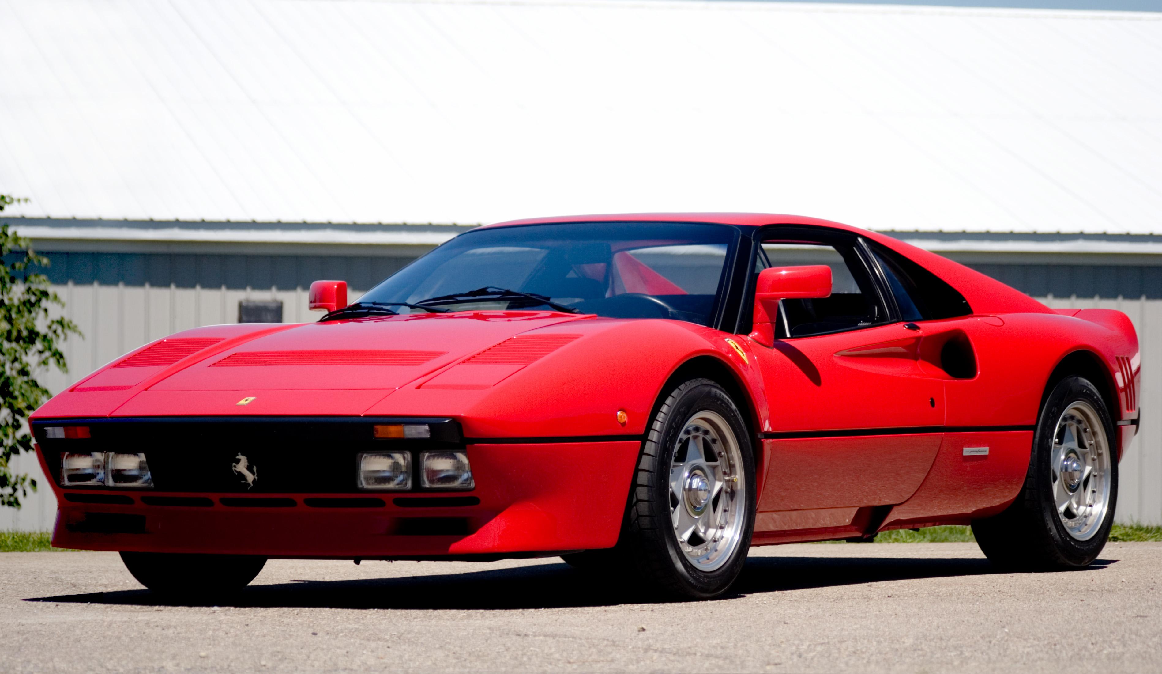 QUE COCHE - Página 2 Ferrari-288-GTO-Still-View