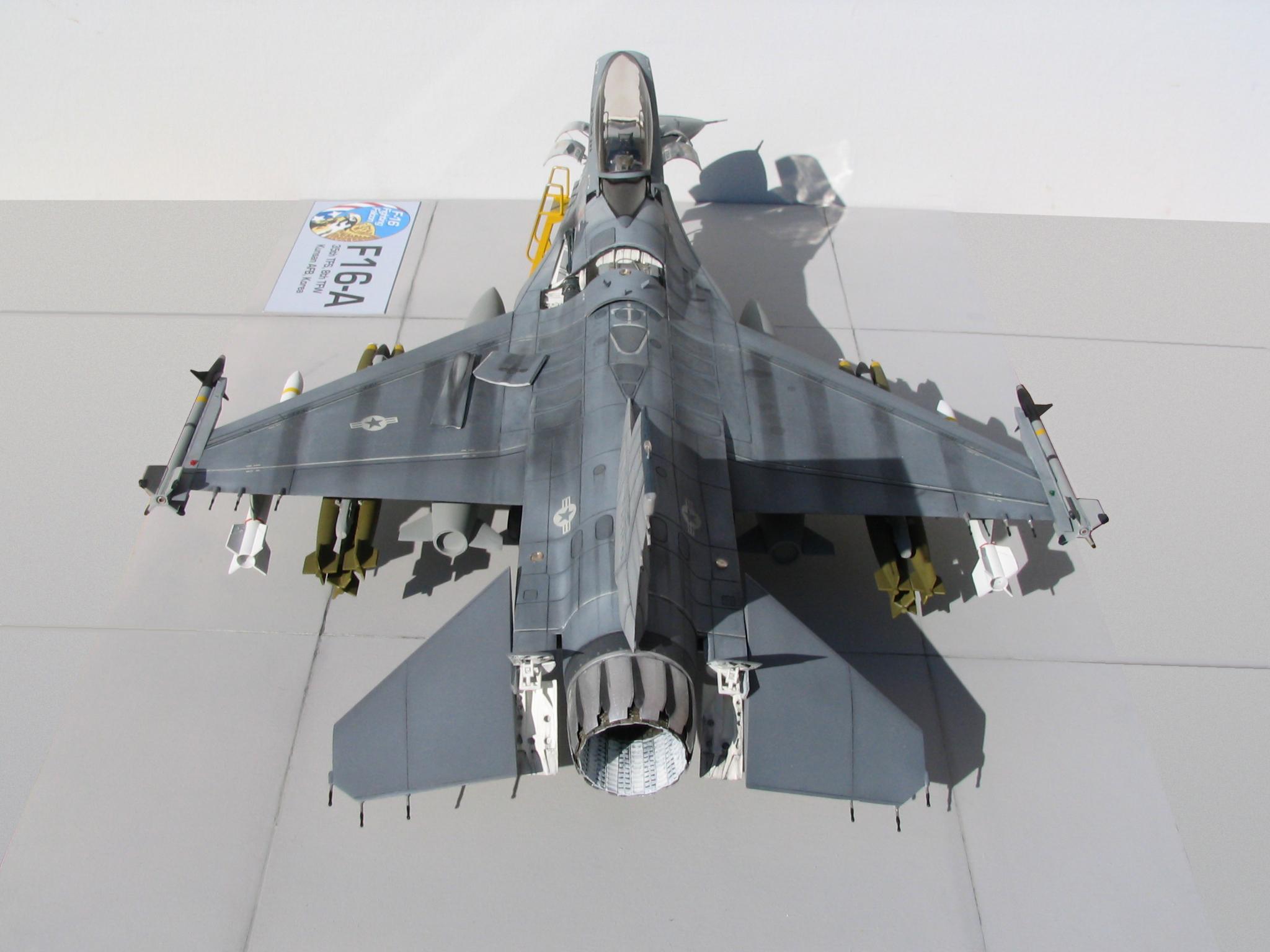 أحسن 10 طائرات بالعالم  F16-overview_rear