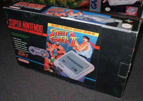 150 SNES games reviewed  - Page 2 SNES-IN-STREET-FIGHTER-II-PROMOTIONAL-BOX