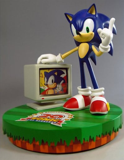 Sonic 20th Anniversay Numbered Statue - 900 pieces. Sonic-Limited-Figurine-20th-Anniversary