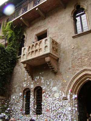 صور حقيقيه لمنزل روميو و جوليت Verona03