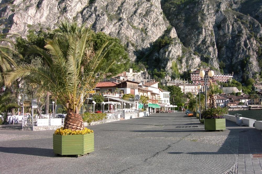 Giro del Lago di Garda e Pranzo di Natale 13 Dicembre 2015 - Pagina 2 Limone-promenade-1000