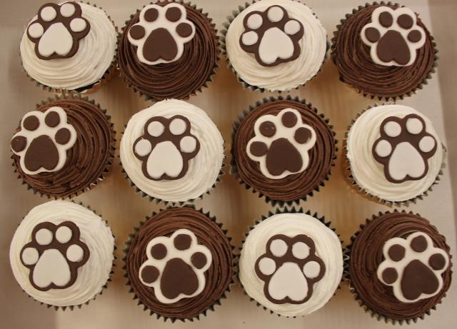 Happy Birthday, Twopaw! Paw%20cupcakes%20(640x461)