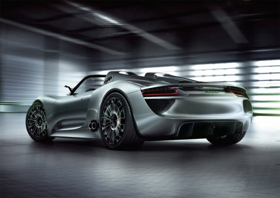Le nouveaux visage de l'Hyperluxe  Porsche-918-spyder-rear-550x388