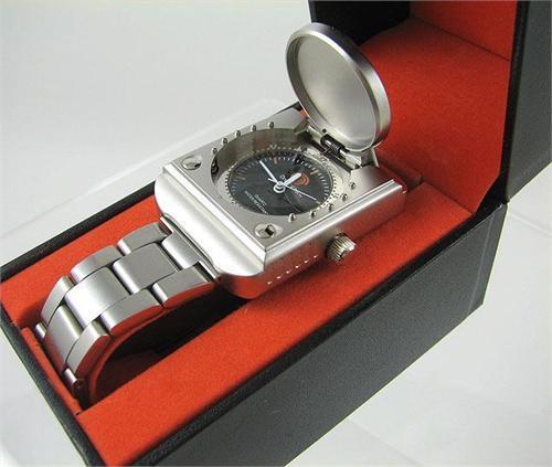les bonnes boutiques imports et retro - Page 3 Dreamcast-wristwatch-image-2