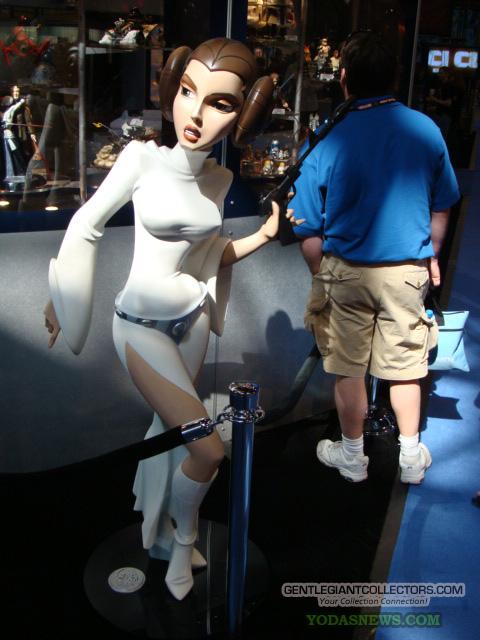 Princess Leia Animated Life size Momument DSC00472
