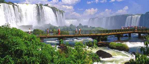 لبرازيل شلالات و مناضر طبيعيه Argentina%20-Iguazu%20Falls%20Pan%202