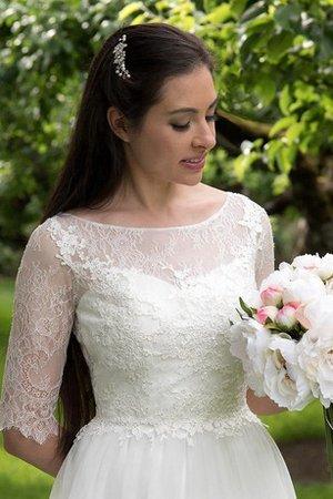 durante la follia di organizzare un matrimonio 9ce2-1ny5a-abito-da-sposa-in-pizzo-con-bottone-semplice-conservatore-con-festone