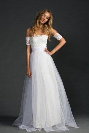 Se stai cercando un copricapo con cui esaltare il tuo look da sposa 9ce2-zeayx-abito-da-sposa-a-line-a-terra-fuori-dalla-spalla-in-pizzo-semplice