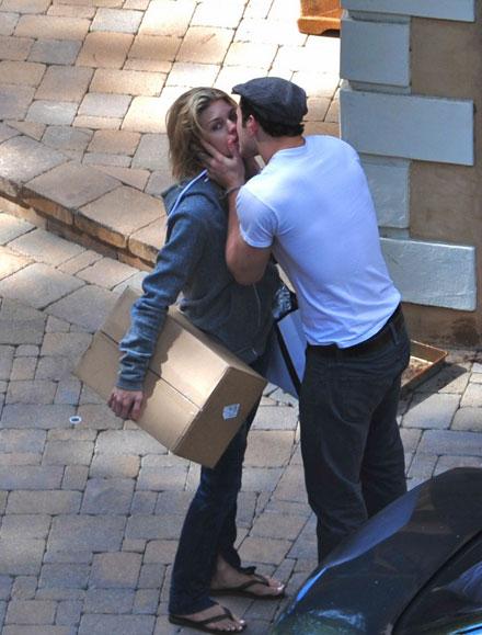 Oso Maloso - Página 2 Kellan-lutz-annalynne-mccord-kissing-couple