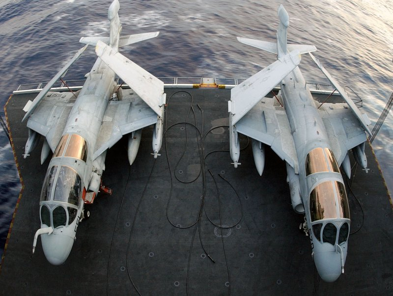 طائرة الحرب الالكترونية EA-6B Ea-6_030731-n-9769p-082