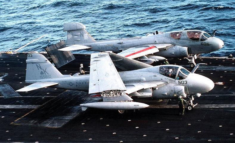 طائرة الحرب الالكترونية EA-6B Ea-6b-dvic218