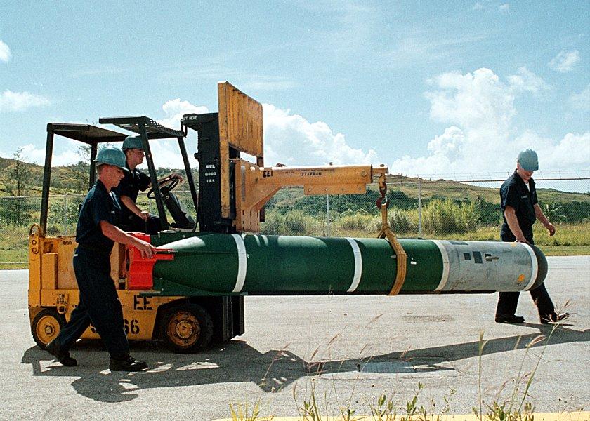 Patrulleras y Guardacostas Mk67-mine-990526-n-3889m-002