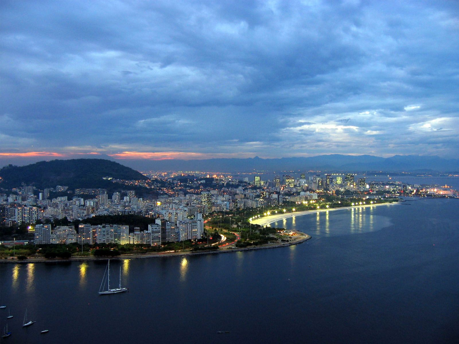 Brazil - Page 2 Brazil-rio-de-janeiro-evening-pic