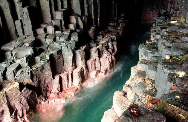 le site de Martin du 6 octobre trouvé par Cathy Scotland_Fingals_Cave_8