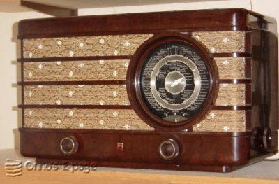 La radio, como las nuestras madres la oían 470U-front