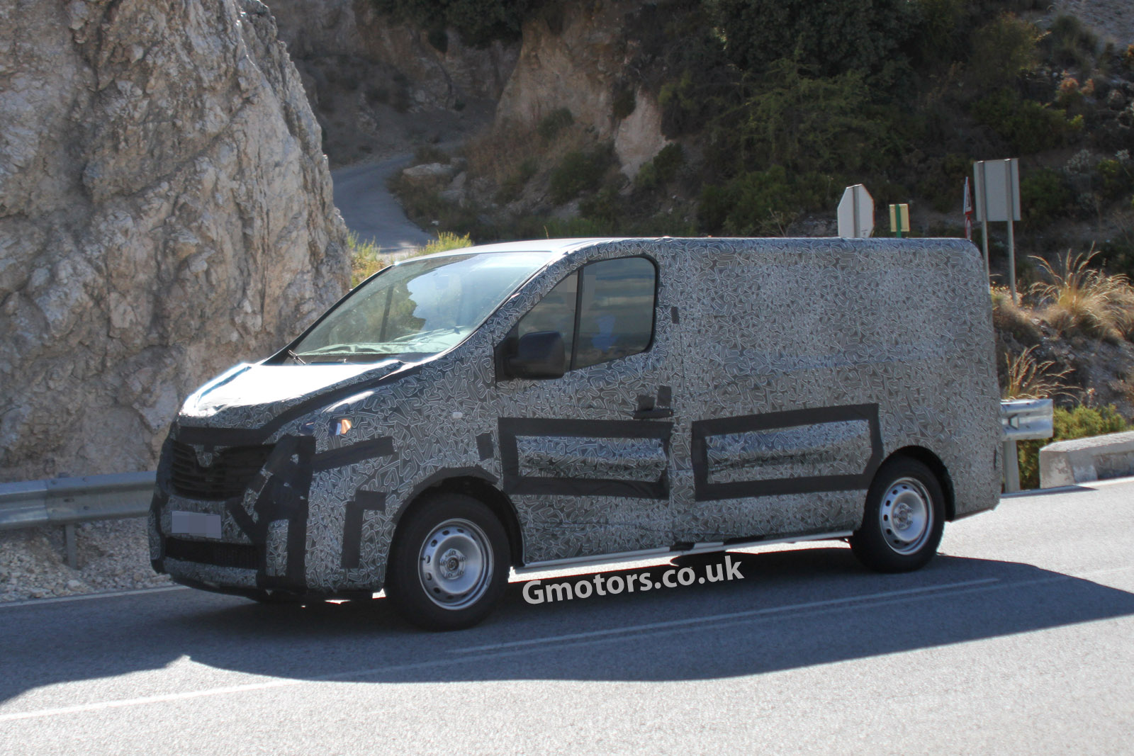 2014 [Renault/Opel/Fiat/Nissan] Trafic/Vivaro/Talento/NV300 - Page 2 2015-Renault-Trafic