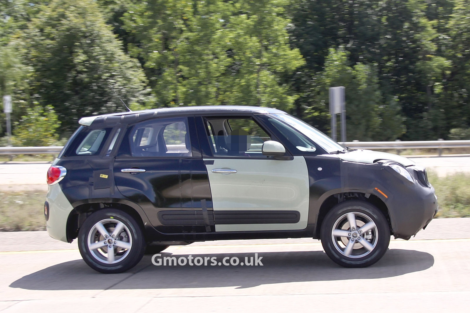 2014 - [Fiat] 500X - Page 5 New-Jeep-small-SUV-chassis-testing-mule-10