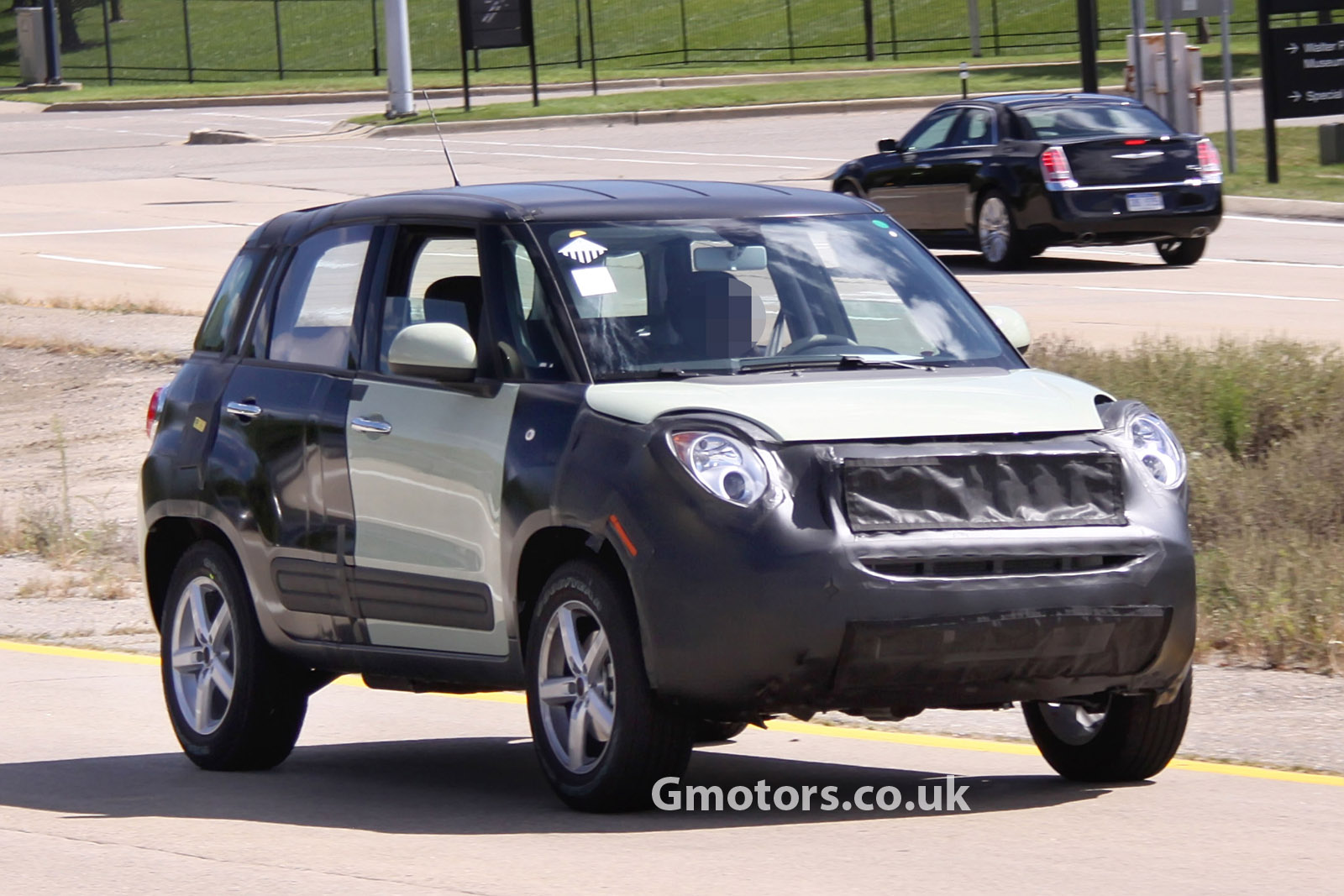 2014 - [Fiat] 500X - Page 5 New-Jeep-small-SUV-chassis-testing-mule-12