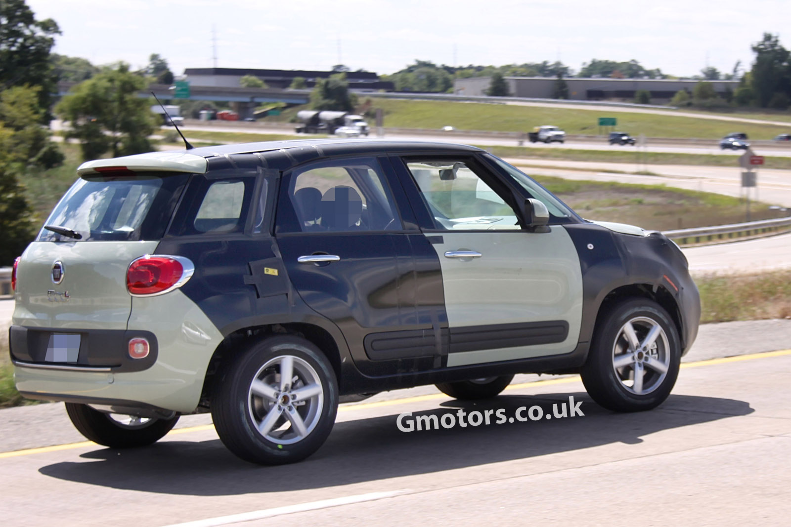 2014 - [Fiat] 500X - Page 5 New-Jeep-small-SUV-chassis-testing-mule-8