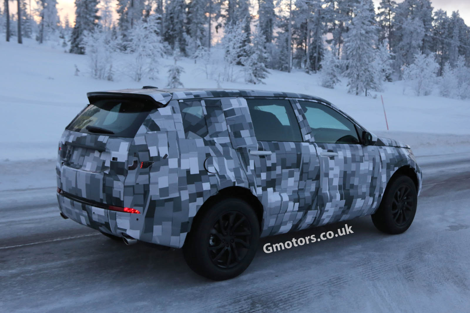 2014 - [Land Rover] Discovery Sport [L550] - Page 2 2015-Land-Rover-Freelander-12