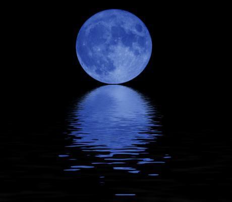 Strange light near the moon MYSTIFIES Australia man - Unexpected GeoStorm! Blue-moon-large