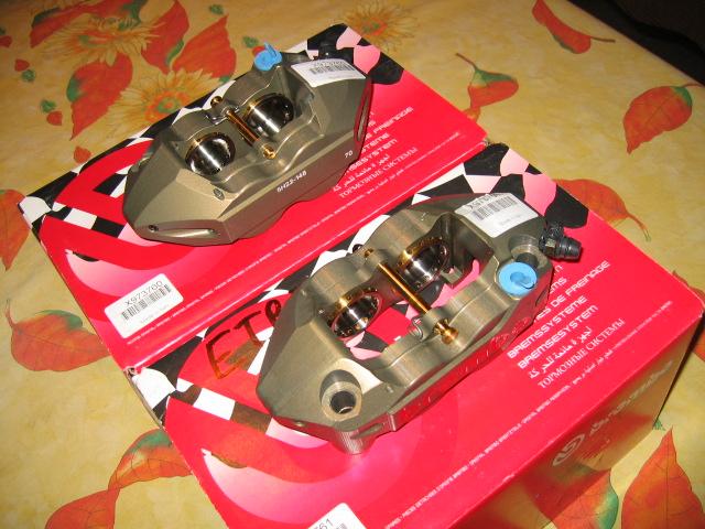 [A Vendre] Etriers Brembo Racing taillés masse monoblocs pistons titane IMG_1502
