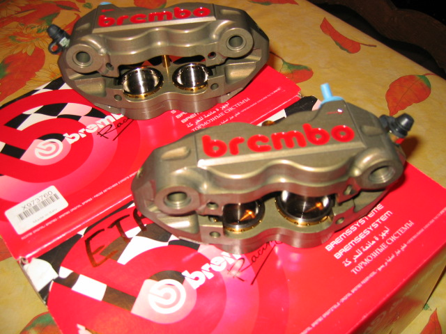 [A Vendre] Etriers Brembo Racing taillés masse monoblocs pistons titane IMG_1503