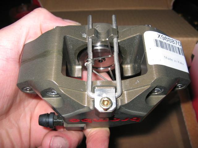 [A Vendre] Etriers Brembo Racing taillés masse monoblocs pistons titane IMG_1606