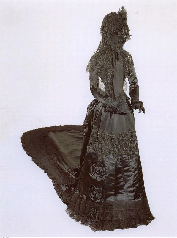 Retratos e imágenes de la emperatriz Elisabeth - Página 3 Sisi_dress_apfxmadame-sisi_
