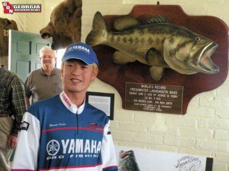 Récord Mundial All Tackle IGFA de Bass Largemouth / Lobina Negra con vídeos... 00001816xl-450x336