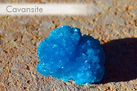 Quelques jolies pierres pas courantes... de ma collection Cavansite